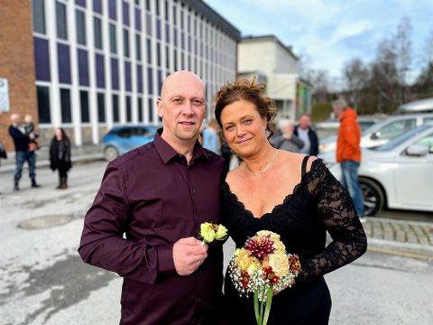 Jimmy Hansen og Linda Lindquist giftet seg på rådhusplassen lørdag ettermidag.