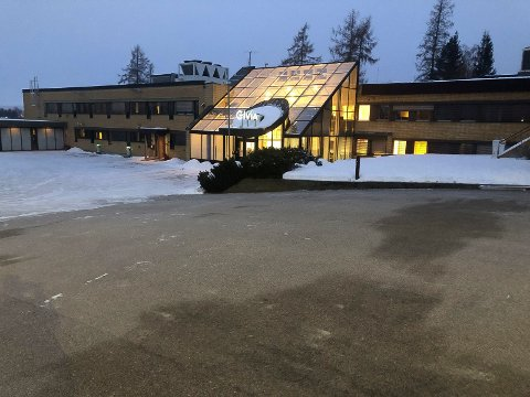 ISFRI: Parkeringsplassen utenfor Elvia i Elverum har elektrisk oppvarming og er isfri.