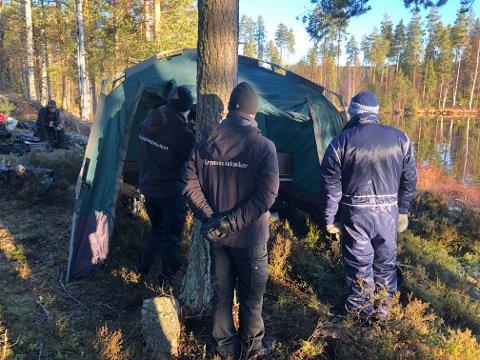 SØK: Politiet har søkt i Harasjøen etter klær og beinrester.