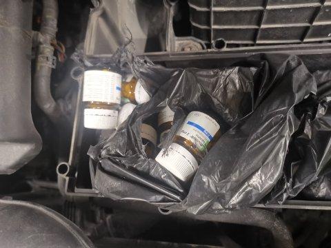 TABLETTER: To menn er pågrepet etter at tollere torsdag kveld fant narkotiske tabletter i en personbil.