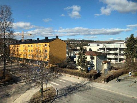 Sånn ser det ut i Kongsvinger sentrum mandag formiddag. Det vil bli lite endringer utover uka.