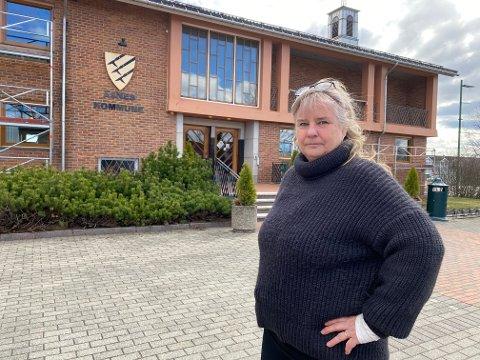 – Hva er det som skjer i Åsnes kommune? Vi har et demokratisk problem dersom politiske saker avgjøres på medlemsmøter eller fremmes som personlige ønsker, sier Elisabeth Gram.