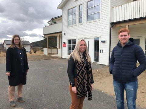 NYBYGG: Malin Tryggvason og broren Ben-Philip Gundersen er ferdige med leilighetsbygget på Kjellmyra, og har engasjert Marielle Skybakmoen i Aktiv Eiendomsmegling til å selge leilighetene.