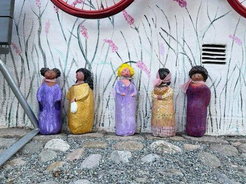 Flere har kanskje sett disse skulpturene rundt om i Øvrebyen. Her er forklaringen.