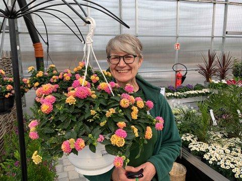 LEDER: Beate Banken Bakke fra Grue er hagesenterleder ved Blomsterkroken i Elverum.
