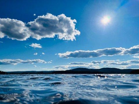 SOMMERN KOMMER: Nå kan du bare finne fram strandstolen for nå er sydenvarmen bare timer unna regionen.
