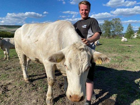 BONDE: Jeg vil gjerne kjøpe gård på Tynset. Oppi Åa, i Bygda eller på Godlandsfloene hadde vært perfekt!, forteller bondespiren Truls Lunåsmo.