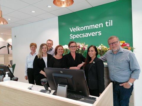 Specsavers på Kongsvinger har totalrenovert butikken og investert i nytt utstyr som gjør at optikerne kan se flere lag nedover i øyets vev. Fra venstre Anne Vegum, Frode Reitan, Elisabeth Lorentzen, Pia Søtvedt, Stine Westlund, Tine Strøm og Christer Westlund.