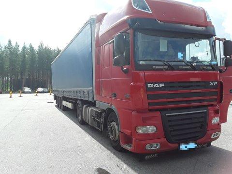 STOPPET: Det var en litauisk lastebil som ble stoppet av Statens vegvesen på onsdagens tungbilkontroll på Magnormoen.