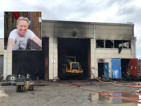 STORE SKADER: Verkstedet som Finn Erik Reinholt fra Disenå leier, ser nå slik ut. Brannvesenet holdt på med slokking en god stund utover fredagskvelden.