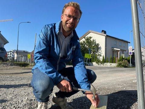 SLÅR TIL: Kommunalminister Nikolai Astrup hamrer løs mot kommunene som tar skyhøye gebyrer for å bygge en bolig.  Foto: Jørgen Berge (Nettavisen)