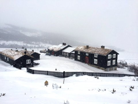 ÅPNER SOM PLANLAGT: Grimsdalshytta åpner fredag 5. april. I Bjørnhollia er vertskapet allerede på plass.