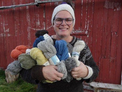 HEKTA PÅ ULL: Ragnhild Lie driver Lofoten Wool & Art AS i Stamsund i Lofoten.