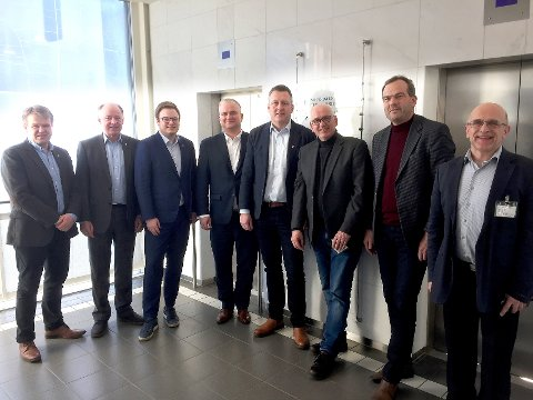 MØte: Ole Muritegen, Dag Pryhn, Even Hagen, Tom Karlsen, Rune Støstad, Guttorm Tysnes, Nils Støyva og Svein Sunde.  (Gode vegar)