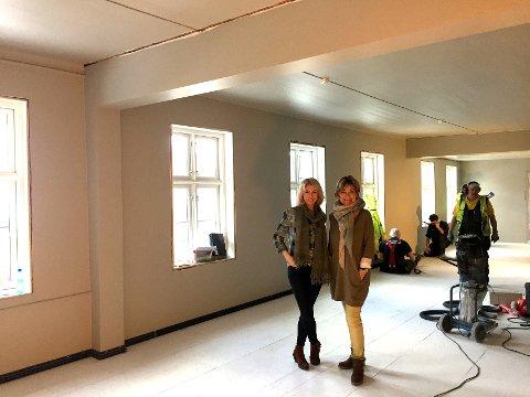 BUTIKK BLIR NY: Berit Uhlen (t.h.) og Biljana Ilic gleder seg til nye lokaler for Belsvik 2. Etasje. Foto: Karin Doseth