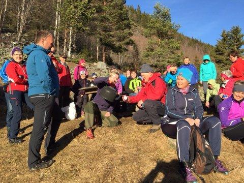 Torsdag 20. april arrangerte GD kveldstur/familietur i samarbeid med DNT. Turen som er forholdsvis lett går opp Skarvegen til Skar der det var kaffepause. Tilbaketuren var via Breilegan som er en bratt nedstigning til Harpefoss.