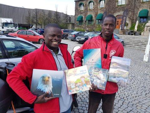 Eddie Kiyaga og Godfrey Edroma kommer begge fra Uganda og skal jobbe gjennom sommeren i Norge.