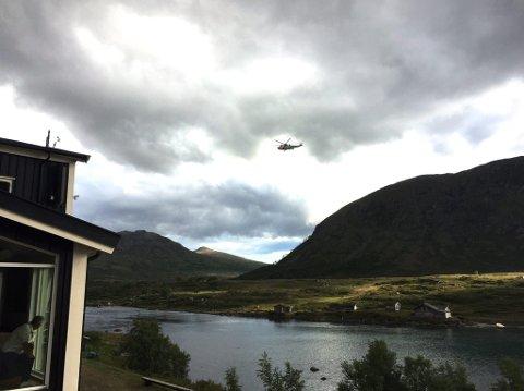 Hovedredningssentralen hadde tre oppdrag på Besseggen 12. juli 2017 *** Local Caption *** Et av Sea King -redningshelikopterne som var i aksjon på lørdag.
