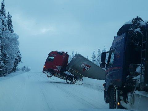 Her henger traileren på vegskulderen i Vingromsåsen.