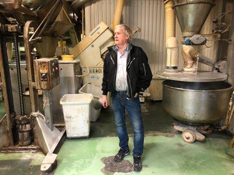 Baker Terje Hansen håper å få finansiering i orden, slik at driften i det tradisjonsrike bakeriet kan fortsette.