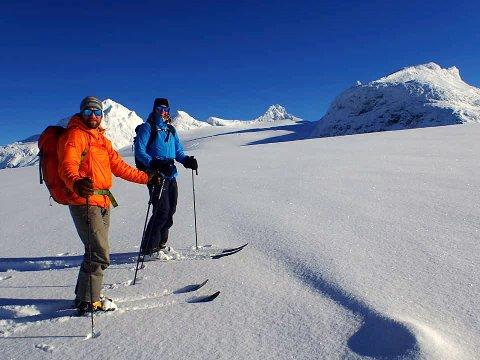 PUDDERSNØ: Da Dag-Inge Bakke og Rønnaug Stjernvang var ute for å sjekke forholdene på Sognefjellet i helgen var det flotte forhold. Tirsdag kom det påfyll av mye natursnbø.