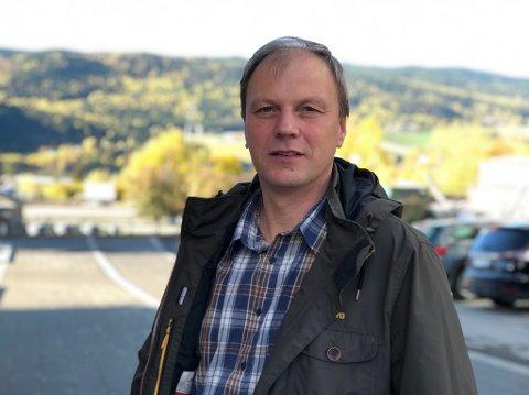 Administrerende direktør Steffen Skolseg i Mjøsen Skog er fornæyd med satsing på bedret transport for tømmer - men skuffet over kutt i klimatiltak i skogen.