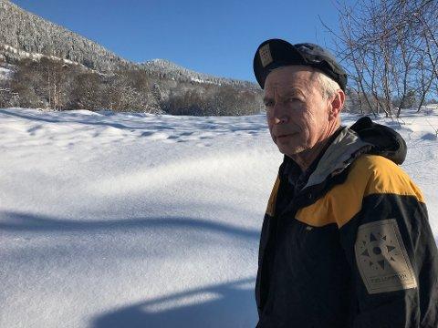Naturens gang: Tragisk, syns Gunnar Nyhus som har funnet tre døde rådyr, stående i snøen. Her står han ved Søre Hove, der et av rådyrene ble funnet.