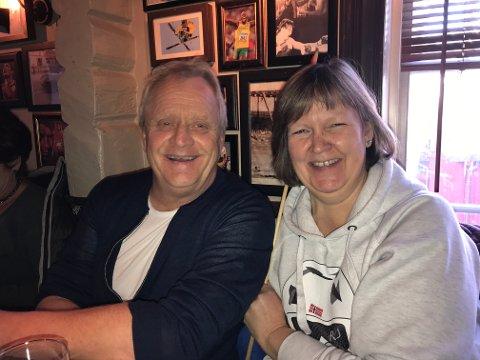 Gorm og Helga Johansson jublet av glede da sønnen vant OL-bronse i stor bakke lørdag.