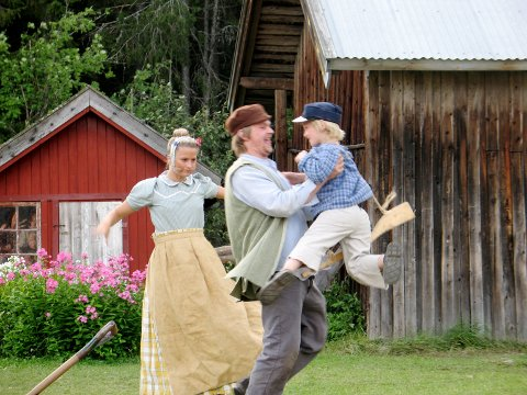 FOR ELLEVE ÅR SIDEN: Sunniva Strøm spilte Lina, Tom Styve spilte Alfred og Kristian Sørum spilte Emil i oppsetningen i 2007.