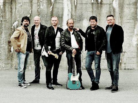 TIL PRØYSENLAND: Bandet DDE er blant headlinerne under sommerens prøysenfestival. I mdten med gitar, Frode Viken som nylig gikk bort.