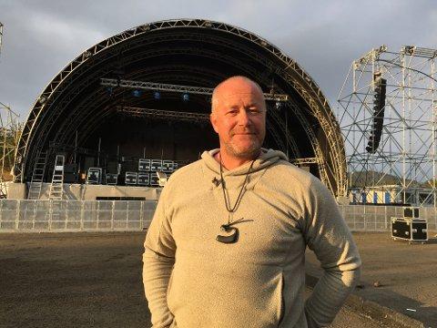Lars Nes, foran årets nye store scene på Birkebeineren stadion, er klar for det 22. Landstreffet for russ på Lillehammer.