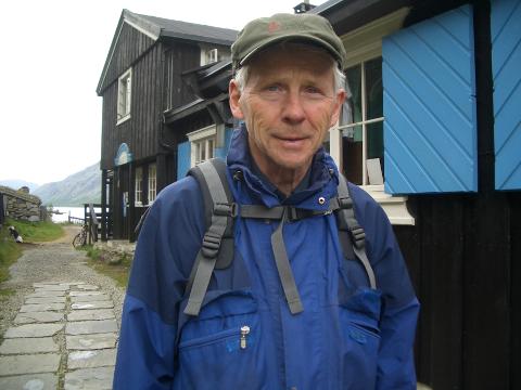 Johan Kofstad deler sin entusiasme for fjellet på bygdakveld på Vonheim 24. juni.