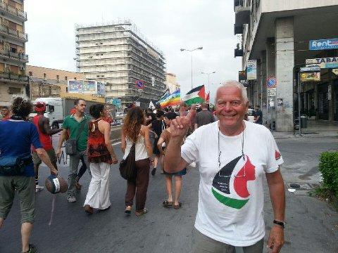Jan Petter Hammervold fra Lillehammer er et av medlemmene på fiskebåten MS Kårstein som prøver å ta seg til Gaza med medisinsk utstyr. Her er han fotografert i Palermo noen dager før avreisen mot Gaza.