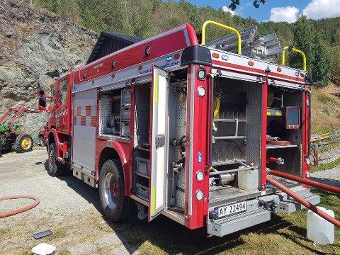 INNSATS: Brannvesenet legger ned en enorm innsats for å slokke og hindre at skogbrannene brer seg. Likevel har de råd til folk som oppdager skogbrannene.