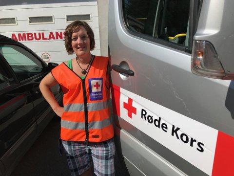 Marit Holte fra Ringebu er på plass i Sveg i Sverige sammen med en gruppe fra Oppland Røde Kors Hjelpekorps.