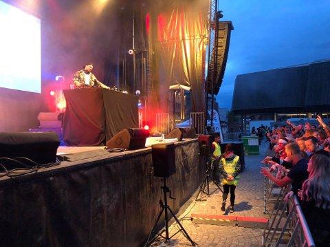 SPILTE OPP: DJ-en SJUR og artisten Philip Emilio spilte for Lillehammers studenter onsdag kveld.