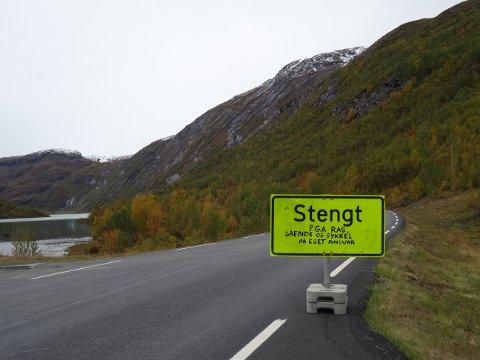STENGT: Sognefjellsvegen, fylkesveg 55 i Bøverdalen, er stengt. Natt til lørdag gikk det nytt ras på strekningen.