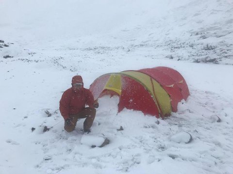 Lars Erik Blisten (44) kunne ikke se teltet på ti meters avstand da han havnet midt i snøstorm i Jotunheimen