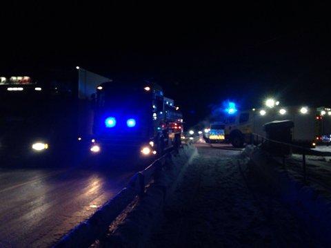 VEGTRØBBEL: Brannen ved E136 ga mindre trafikale problemer. Vegen ble først stengt, deretter delvis åpnet igjen.
