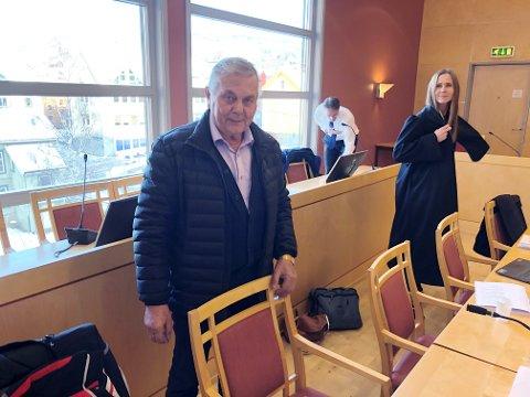 Kjell-Arne Schjørn og fem tidligere ansatte tapte søksmålet mot den nye eieren av selskapet han solgte. T.h. advokatfullmektig Marianne Berg. Helt bak, advokat Geir Berg.