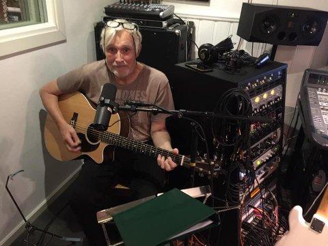 Trond Halle i studioet på Skjetten, der nyinnspillingen av klassikeren foregår i disse  dager.
