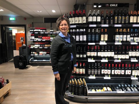 – Vi får inn stadig flere produkter med miljøsmart emballasje og i emballasje med pant, og har merket at flere kunder kjøper vin i plastflaske med pant, forteller Marit Furuhaugen.