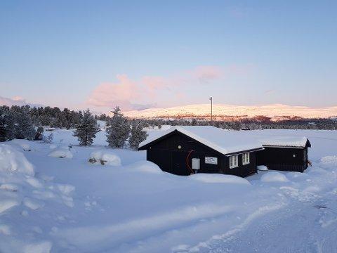 Hytteeiere på Kvamfjellet skulle få vann på hyttene sine denne uke, men en lekkasje har foreløpig satt en stopper for det for noen av hytteeierne. Bildet er fra vassverket ved Årvillingen.