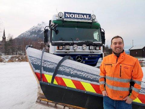 PÅ VAKT: Torstein Nordal gjør som brøytemannskaper flest; han tar ikke ferie i jula.