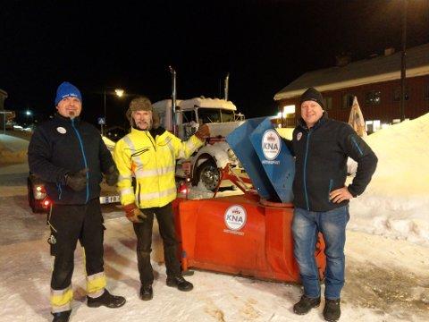 Nyfresen er på plass:  F.v.: Eiler Bruun de Neergaard (KNA), Trond Bjerkestuen og Øystein Bjerke (KNA)