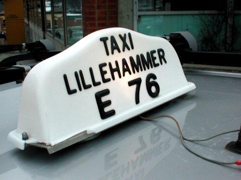 Samferdselsdepartementet har nå foreslått å fjerne reguleringene, slik at alle som har en bil i praksis kan få drosjeløyve, kjøre når det selv passer vedkommende, og uten tilknytning til taxisentral.