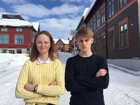 Kajsa Kirkhus (16) og Magnus Grundstad (17) fra elevrådet ved Lillehammer videregående skole, oppfordrer alle elever til å skulke for klimaet fredag. – Mange lærere har sagt at de heier på oss, og oppfordrer oss til å streike. Jeg synes det er historisk at så mange skoler i hele verden arrangerer streik for klimaet, og at så mange ungdommer kjemper for vår egen framtid, sier Kirkhus.