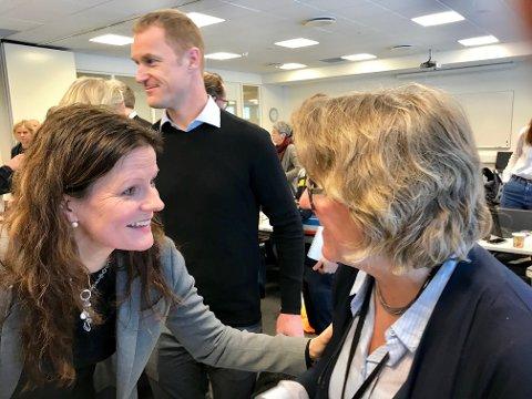 ENDELIG AVKLART: Helse Sør-Øst direktør Cathrine Lofthus og kollega Alice Beathe Andersgaard i Sykehuset Innlandet er fornøyde med helseministerens godkjenning av Mjøssykehuset