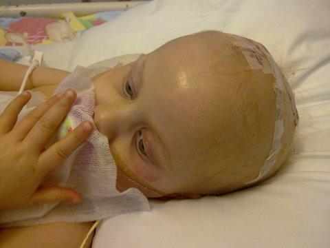 Før hun fikk strålebehandling var Henriette livstruende syk.