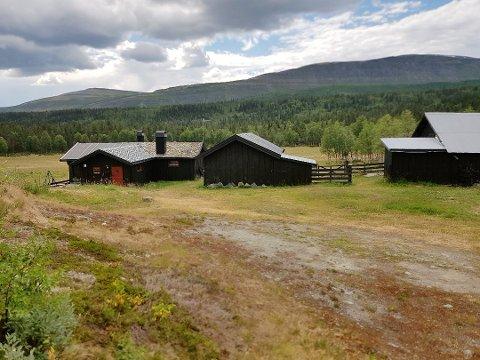 Dette er Byrsetra i Frydalen i Nord-Fron kommune, der eieren bygde på uten tillatelse. Bildet er hentet fra saksframlegget til Nasjonalparkstyret.